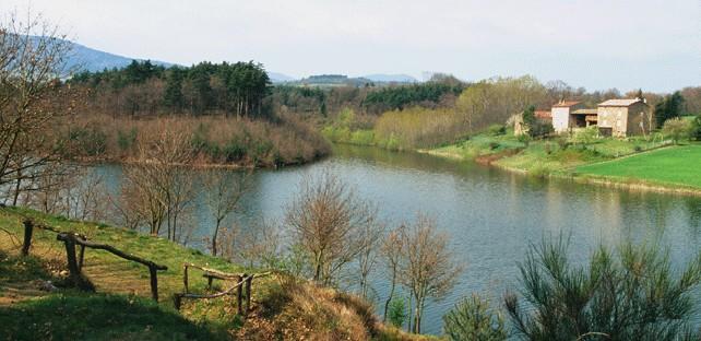 Le Lac des Meinettes – Saint-Jeune d'Ay